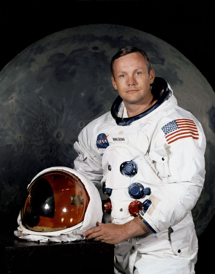 1200px-neil_armstrong_pose